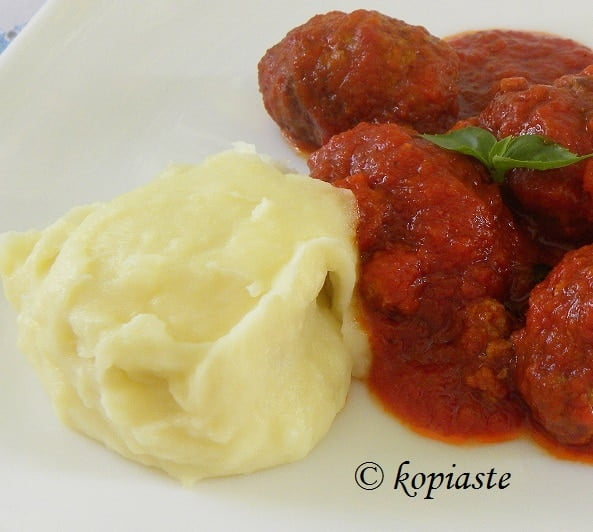 Soutzoukakia Smyrneika (Meatballs in tomato sauce)