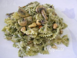 Farfalle with cashews