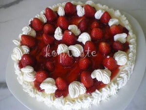 1 strawberry-and-greek-yoghurt-cheesecake1