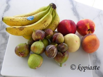 Bananas, figs and peaches for jam